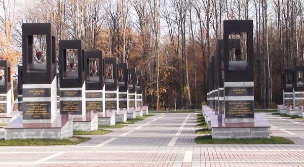Мемориальный одиночный комплекс с крестом Красные Ворота Лампадка из лезниковского гранита резная Невинномысск